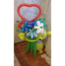 Мишка с букетом цветов из шаров