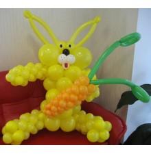 """Фигура """"Кролик с морковкой"""" из воздушных шаров"""