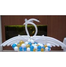 """Фигура """"Лебеди"""" из воздушных шаров"""