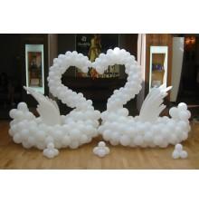 """Фигуры """"Лебедей"""" из воздушных шаров"""