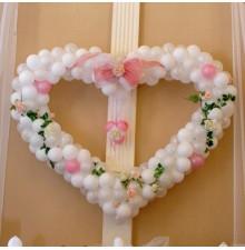 Сердце из шаров с цветами