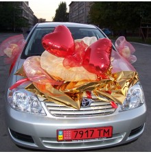 Украшение автомобиля фольгой и шарами