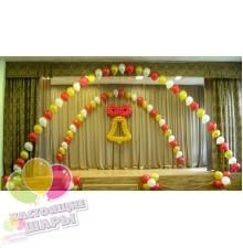 Украшение сцены в школе воздушными шарами