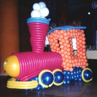 """Фигура """"Паровозик"""" из воздушных шаров"""