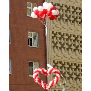 Пучок гелиевых шаров с плетенным сердцем