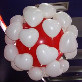 Красно-белый шар-сюрприз